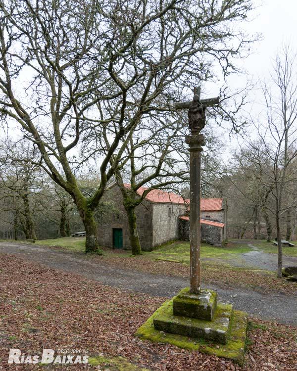 Cruceiro junto a la ermita de Sán cibrán, Catoira