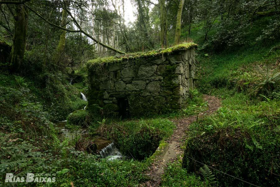 Molino en el río de O Frade