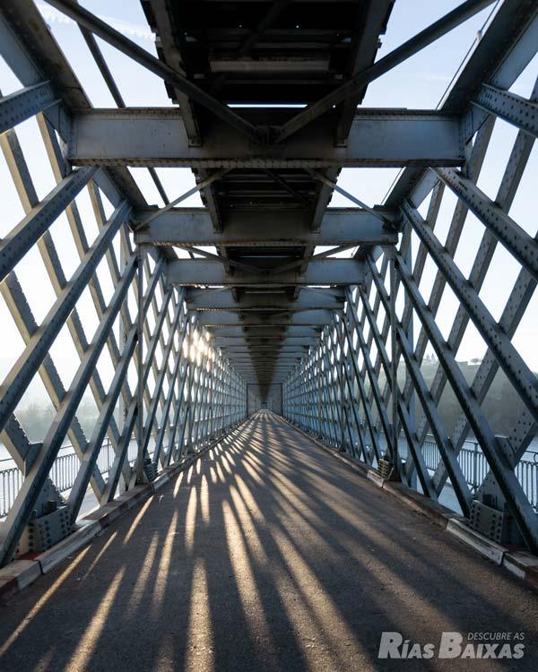 Puente internacional sobre el río Miño